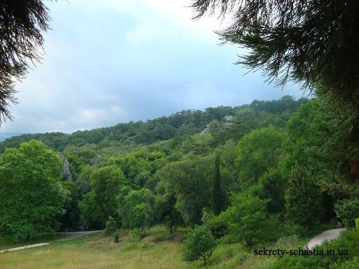 В Крыму очень много красивых мест. Невообразимо красивое сочетание вековых гор, голубой морской глади и буйной растительности вызывают постоянное восхищение