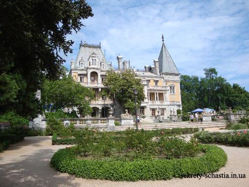 А мне захотелось показать Вам сказочный Массандровский дворец